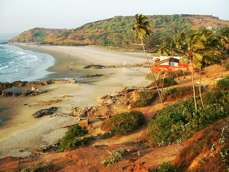 Пляж Вагатор и форт Чапора в Гоа, Индия, фото: Dominik Hundhammer, wikimedia.org