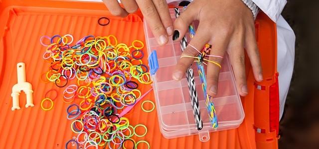 плетение из резиночек опасно, опасно ли для детей плетение из резиночек, какие резиночки выбрать,