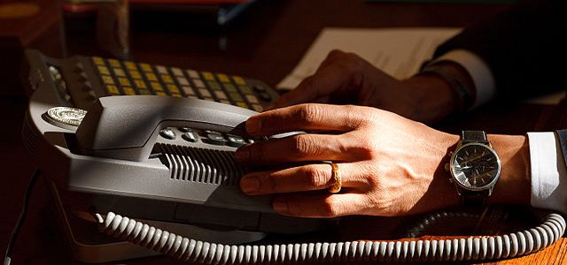 Слухи: суд разрешил коллекторам звонить должнику на работу