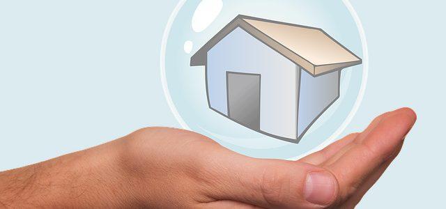Обязательно ли подписывать соглашение на перенос сроков передачи квартиры, чтобы продлить страховку застройщика? Должен ли дольщик платить за страховку?